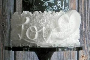 Wafer Paper Love Ruffles pdf tutorial. Learn this fun and simple method with one of the most easy to use cake decorating materials out there: wafer paper!