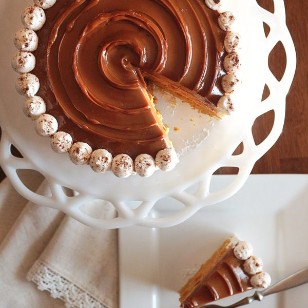 This might be the easiest and most impressive cake EVER for your Thanksgiving table! Pumpkin Spice Cake with pumpkin pie filling and topped with caramel is the perfect alternative to pie.