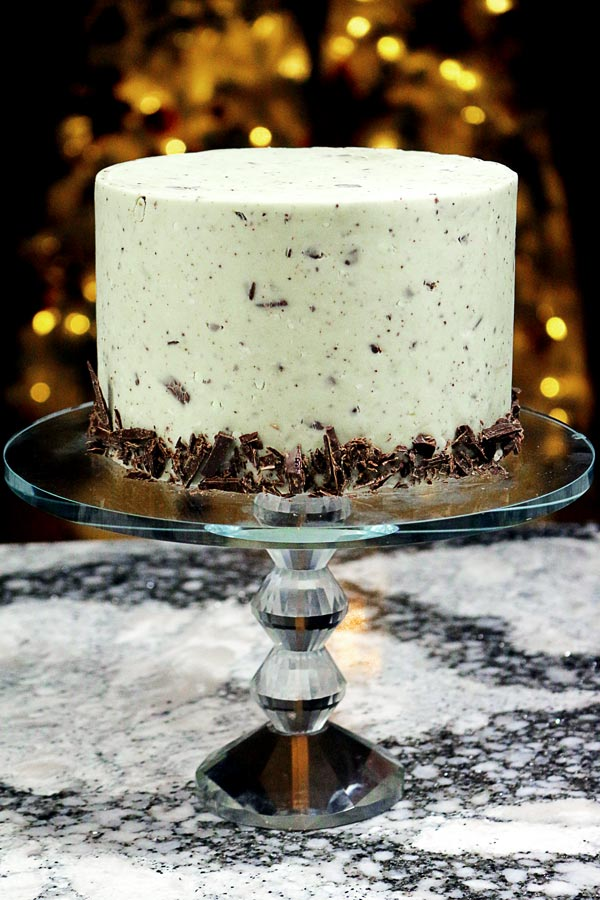 THE most delicious gourmet, homemade fondnat you will ever put in your mouth - Mint Chocolate Chunk! Real chunks of dark chocolate, natural mint, and a not-too-sweet fondnat. This will WOW your guests and keep you coming back for more!